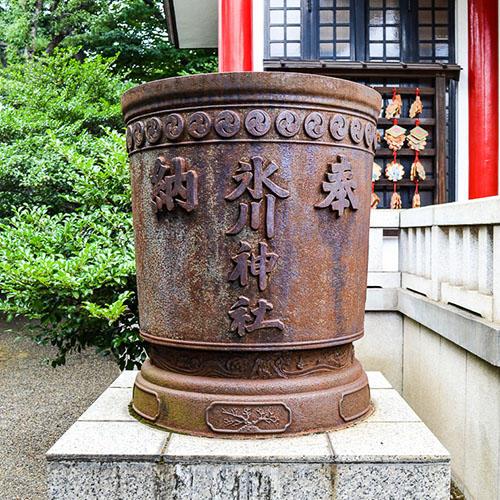元郷氷川神社(天水桶)